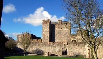 Classic Travelling Ireland Tour - Cahir Castle